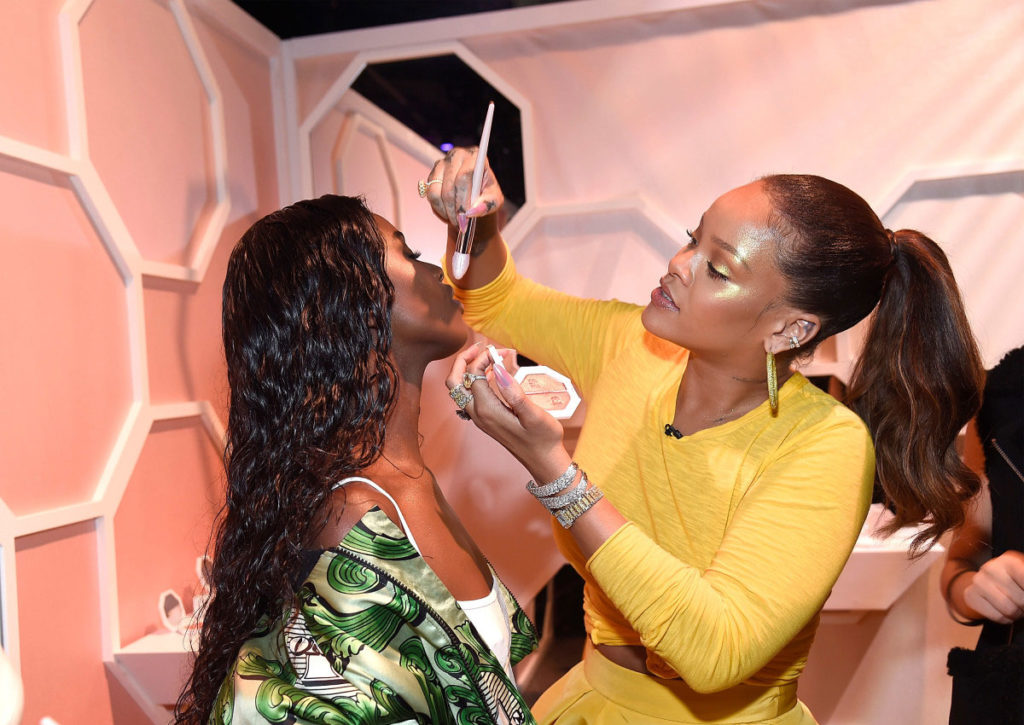 rhianna at fentry launch actually doing makeup on customers